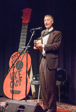 Ralph Shaw performs