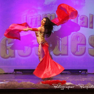 Danza del Ventre con Fan Veils