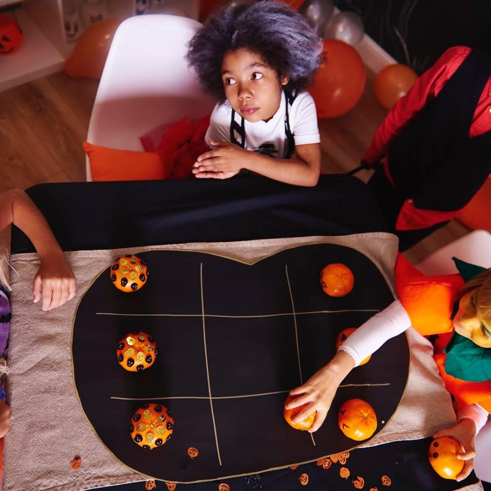 Fall Games / Family Activities / Halloween Activities / Kids Activities / Fall Games / Family Game Night / Fall Festival Ideas
