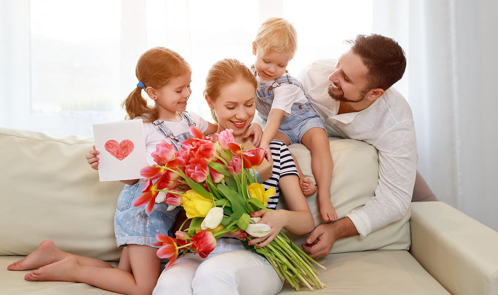 Mom with flowers, Mother's Day with the family, Flowers for Mom, Gifts from the Kids for Mother's Day, Gift Ideas for Mom