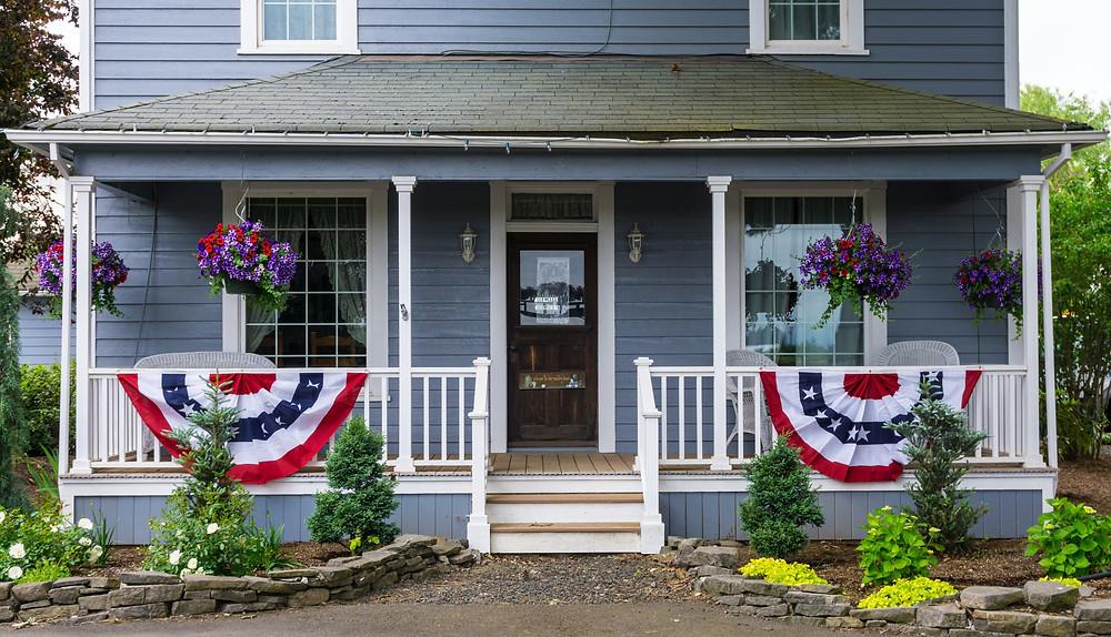 diy patriotic decor / patriotic signs / patriotic flags / fun 4th of July ideas