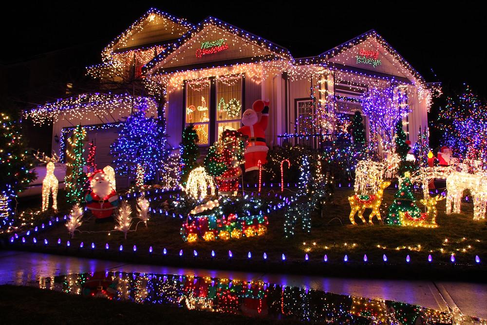 Christmas Lights / Christmas Light Hunt / Christmas Light Bingo / Christmas Light Scavenger Hunt / Holiday Lights / Christmas Activities / Quarantine Scavenger Hunt