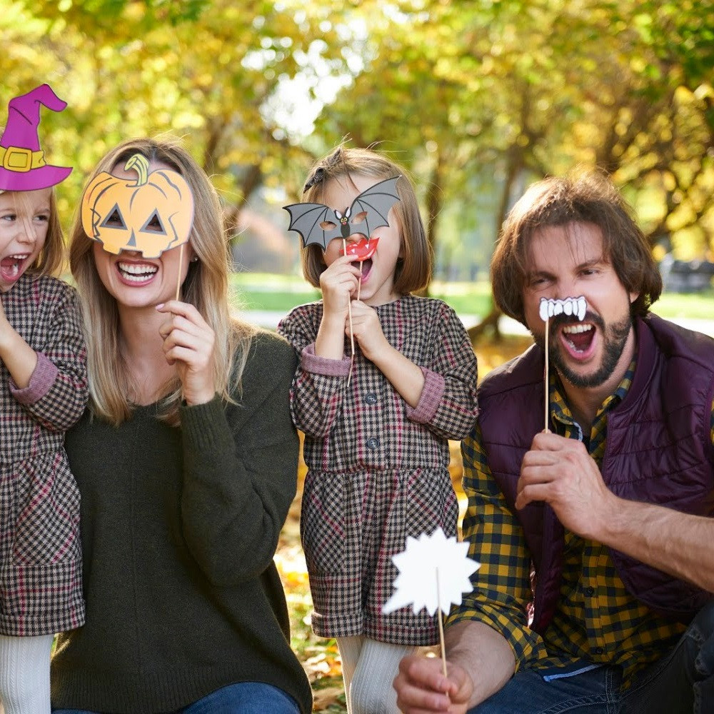 Halloween Photo Booth / Halloween / Fall Photo Booth / Photo Booth Props / Family Photo Booth / Fall Activities / Fall Photo Ideas / Photo Booth App / Halloween Photo Props