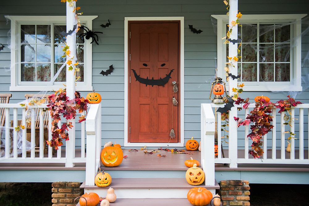 Halloween Decorations / Halloween House Decor / Fall Decor / Halloween Decorating / Halloween House / Halloween / Halloween Ideas for Kids