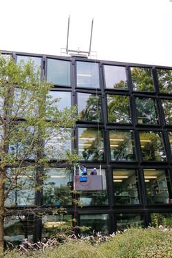 Fassadenpflege an Metall- Glasfassade