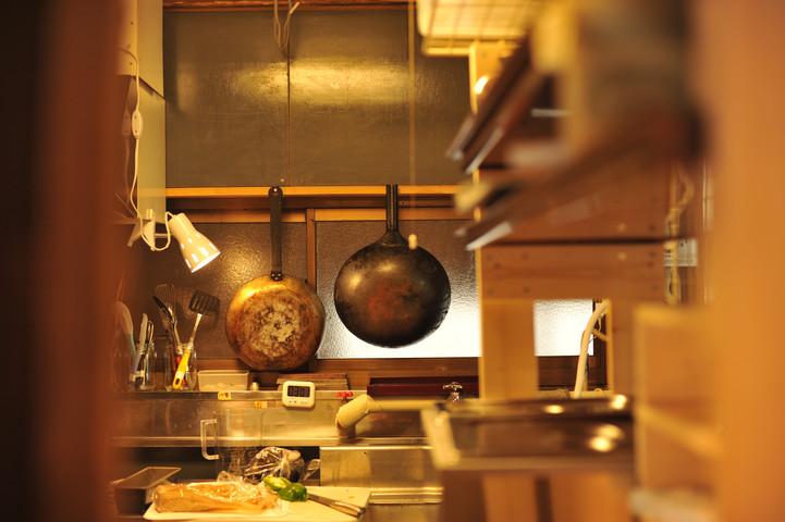 調理場 フライパン 料理