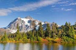 usa-washington-state-mount-baker-national-recreation-area-mt-shuksan-reflection-of-trees-in-a-lake-d