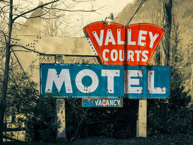 Valley Courts Motel Sign