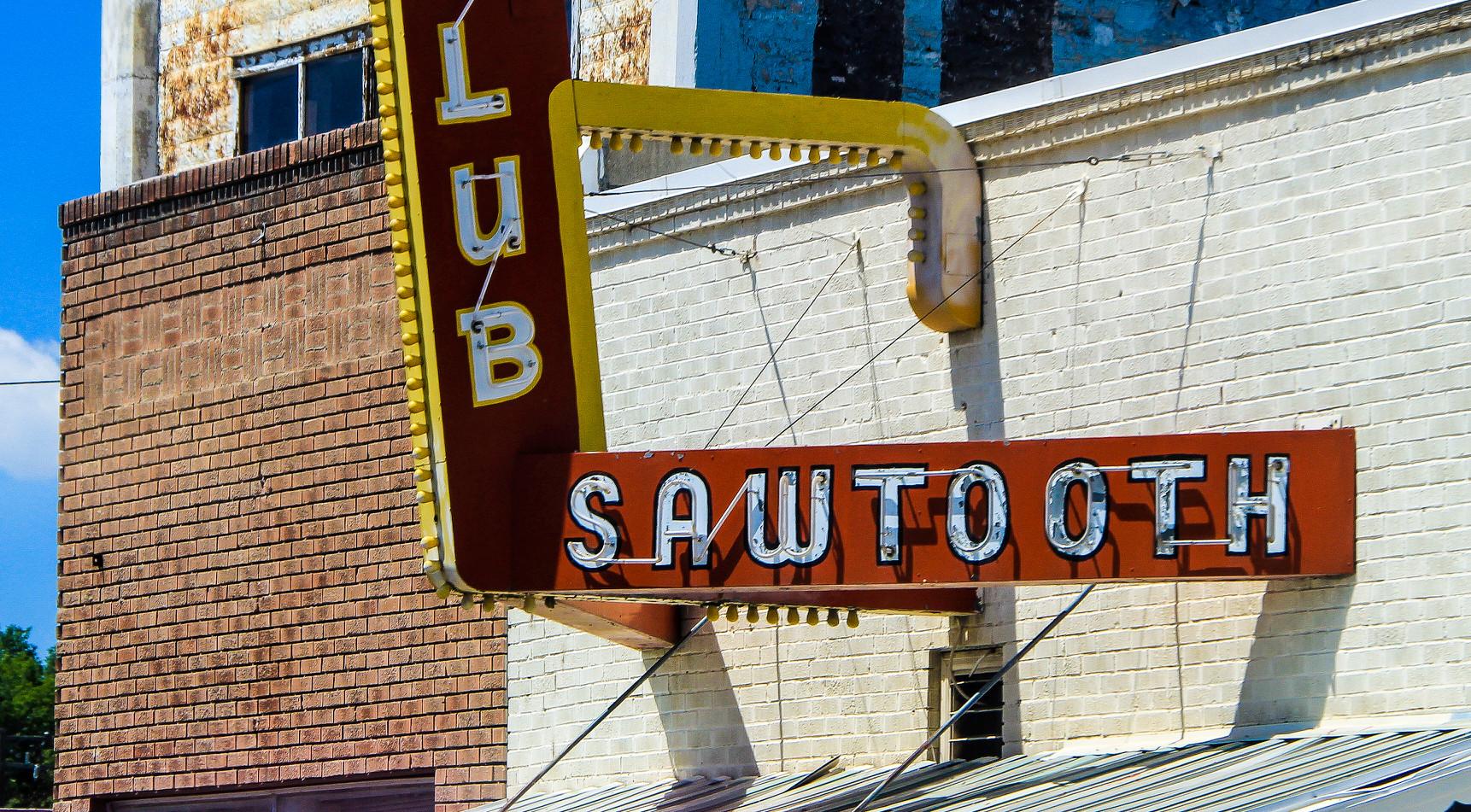 Sawtooth Club Sign