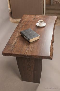 Журнальный стол массив