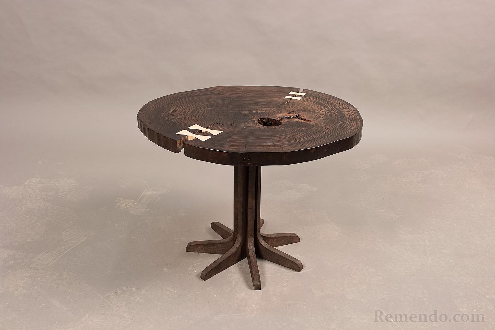 Кофейный стол из дерева