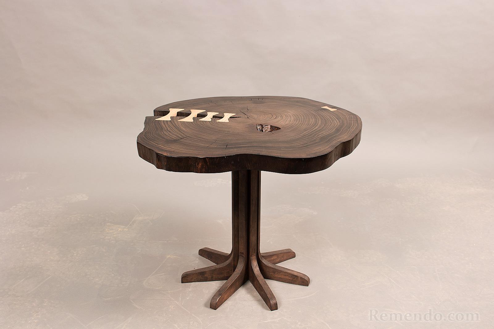 Деревянный кофейный стол