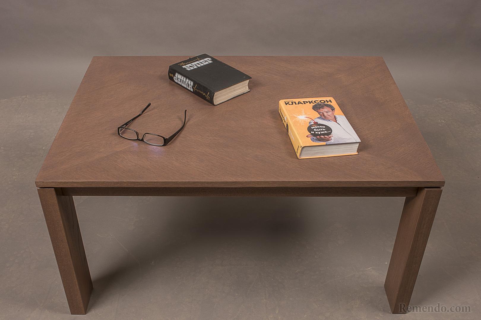 Настоящий журнальный стол из дерева