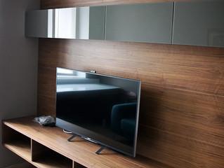 Стеновая панель под телевизор в спальне
