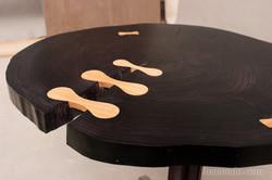 Столик из массива дерева круглый