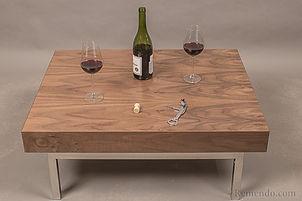 Кофейный стол из дерева для гостиной