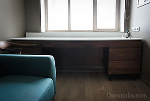 Письменный стол из массива в кабинет