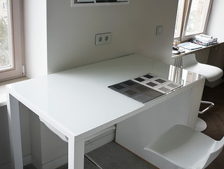 Обеденный столик для белоснежной кухни
