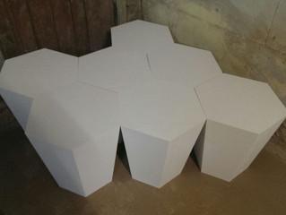 В процессе работы журнальный столик из геометрических фигур