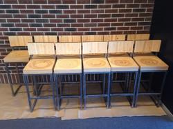 Барные стулья из фанеры и металла
