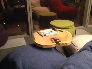 Журнальные столики из спила дерева в офисе (Москва-Сити)