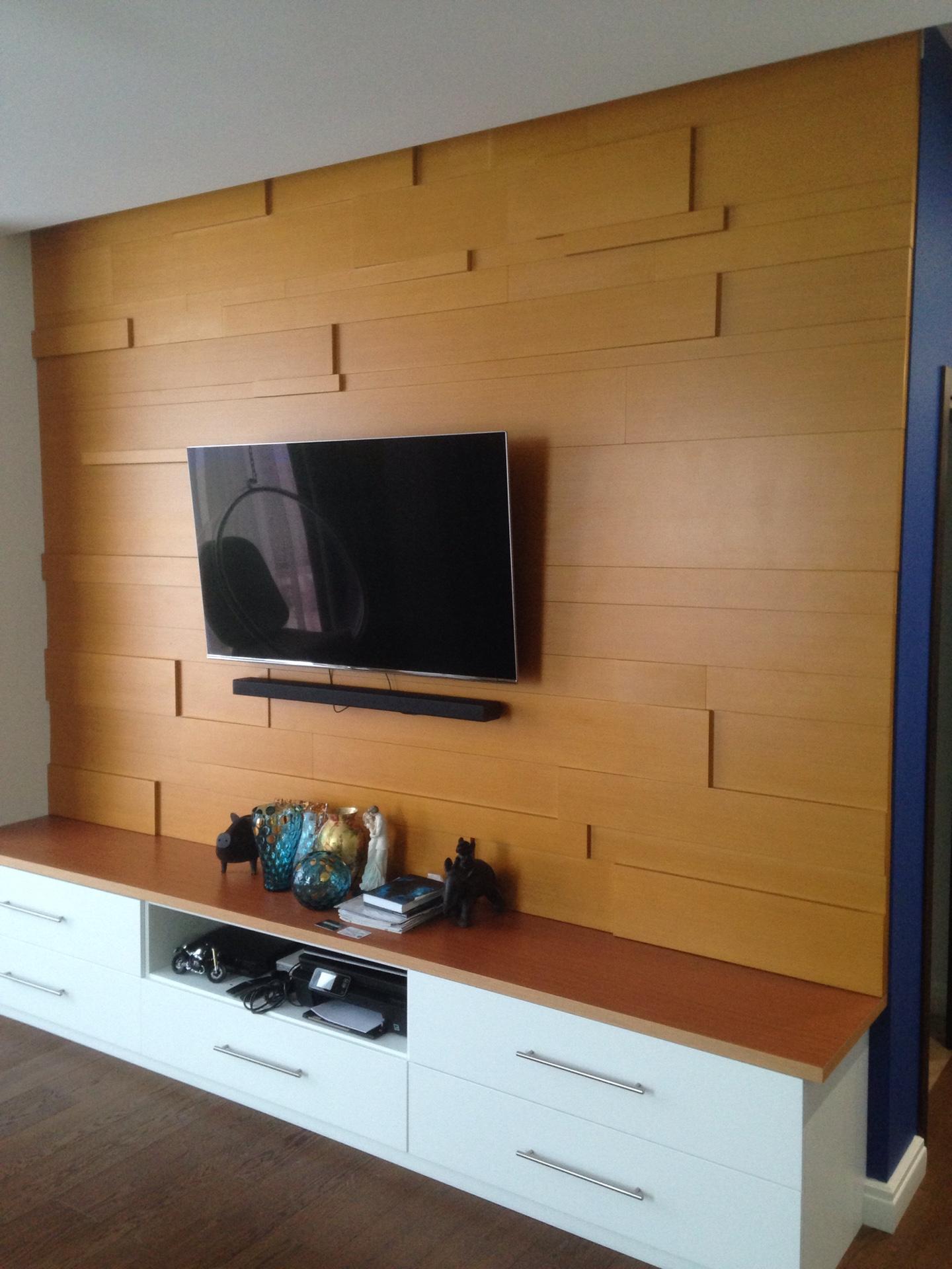 Стеновая панель из дерева в гостиную