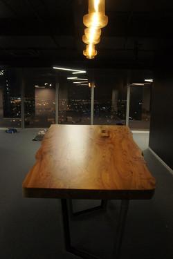 Стол из массива карагача в офис