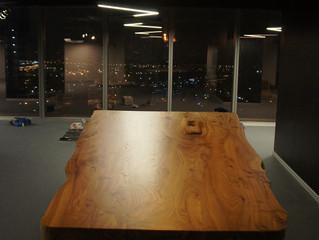 Большой стол в переговорную из массива карагача