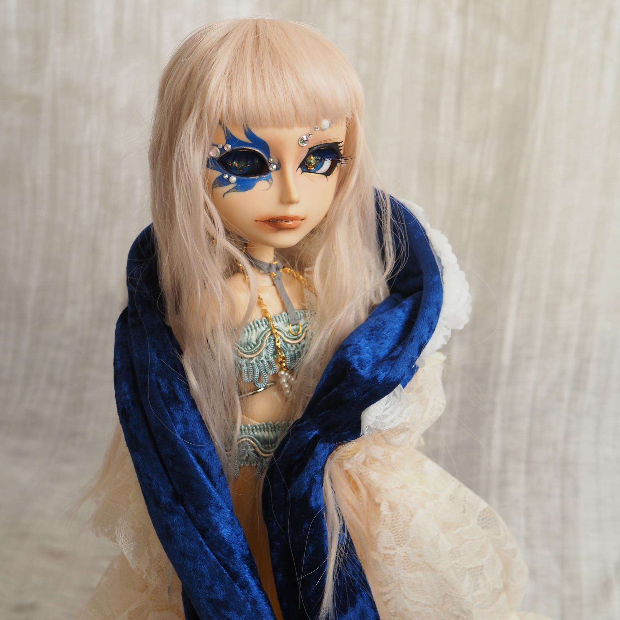 Madonna blue(マドンナブルー)ポーズ