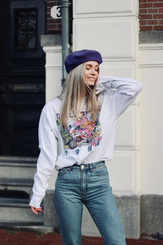 De perfecte paarse vintage baret