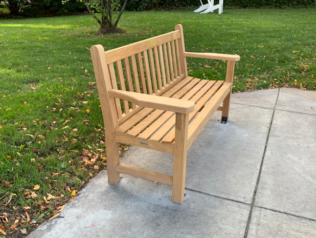 Memorial bench beside Cary Library pc/jgs