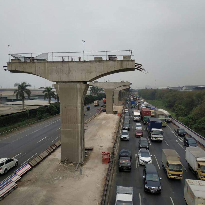 Pembangunan Tol Layang di samping Vasanta Innopark (28 Agustus 2018)