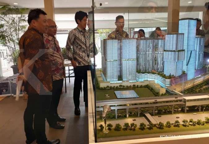 Manajemen PT Sirius Surya Sentosa mengamati maket apartemen Vasanta Innopark