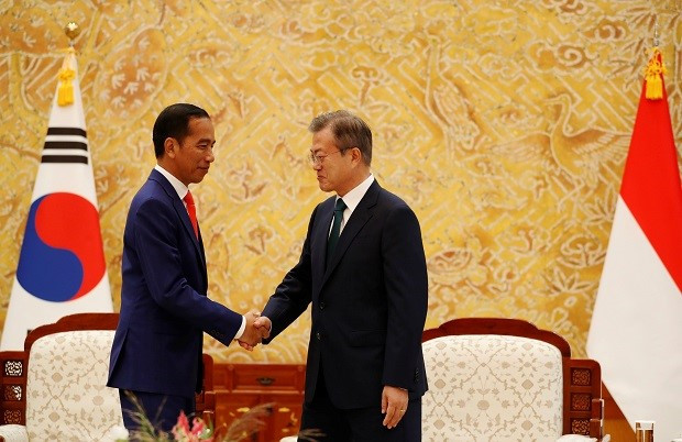 Presiden RI Ir. Joko Widodo bersama Presiden Korsel Moon Jae-in