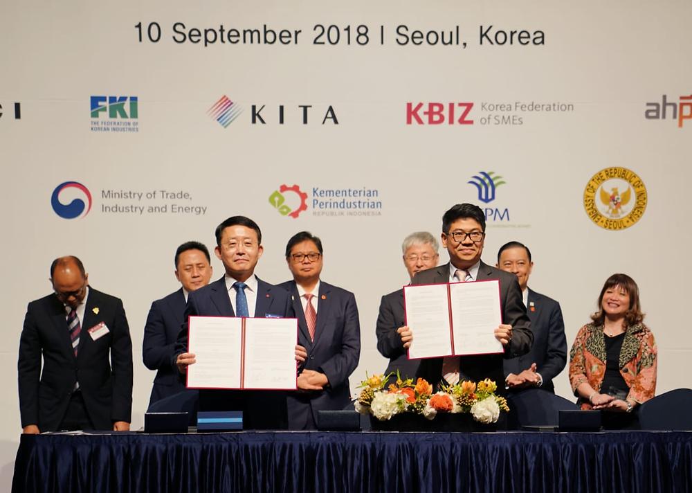 Chairman Vasanta Group, Tri Ramadi (Kanan) Menandatangani Kontrak Kerjasama di Korea September 2018.