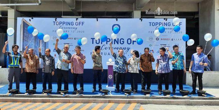 Ceremony acara topping off atau tutup atap Tower Aoki dari proyek apartemen di Vasanta Innopark di kawasan industri MM2100, Cibitung, Jawa Barat. (Foto: Adhitya Putra - RumahHokie.com)