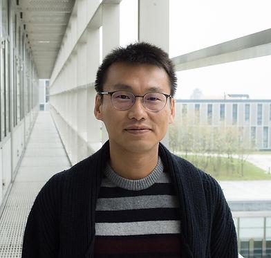 Yong Ho Lee