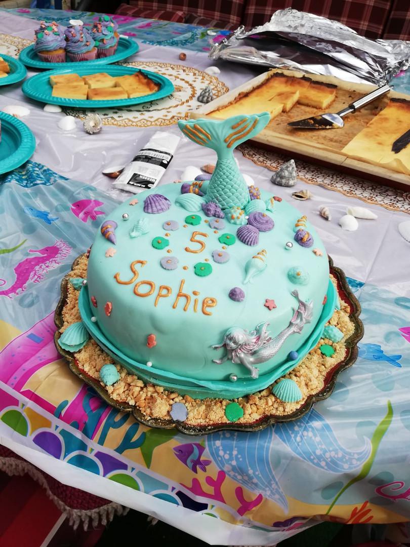 Torte Kindergeburtstag mit Meerjungfrau und Muscheln (Kundenfoto)