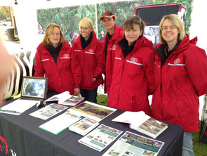 Woo Hoo - The Horse Welfare girls are looking FLASH in those red coats!