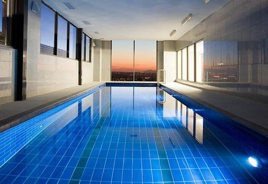 Mantra-Tullamarine-Pool-Dusk.jpg