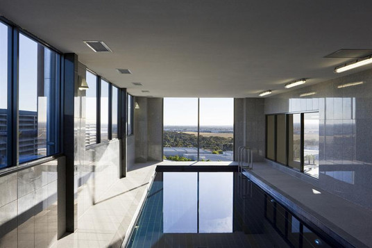 Mantra-Tullamarine-Hotel-Swimming-Pool.t