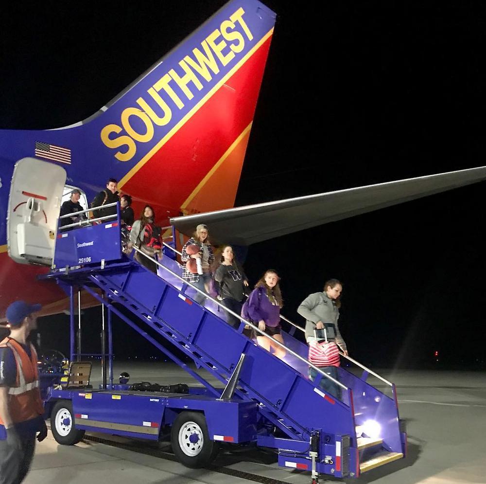 Huskies arrive in Sacramento