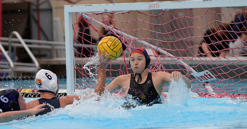 Lizzy Lipps of Washington comes up for a block against UC San Diego at Nationals (Courtesy of the CWPA)