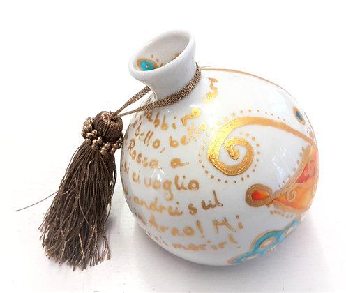 Handbemalte Kugelvase aus Porzellan