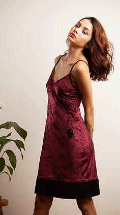 Vestido de Alcinha em Veludo Vinho