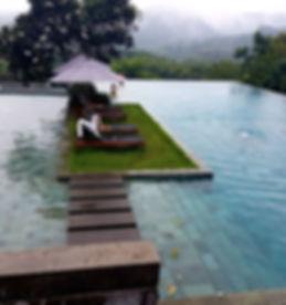 หินปูสระว่ายน้ำ