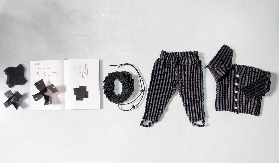 Clothes that grow - Petit Pli-2.jpg