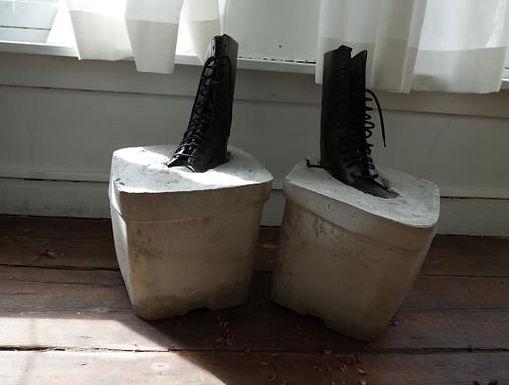 Tyfus Dennis - Moeilijke voeten