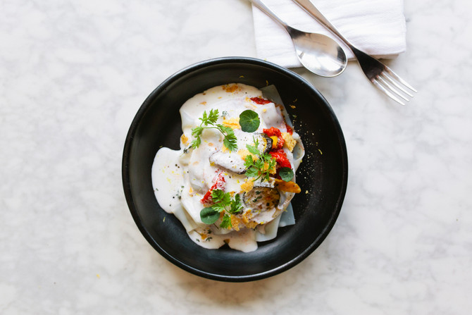 Lauw-warme open lasagne van Delisol gegrilde groenten met schuim en krokantje van parmezaan