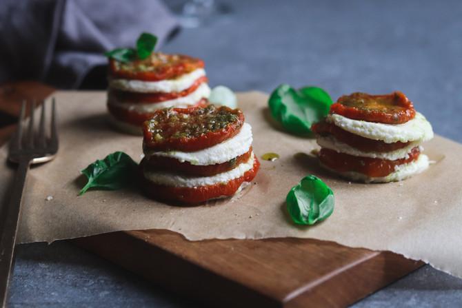 Feestelijke tomaat mozarella torentjes!